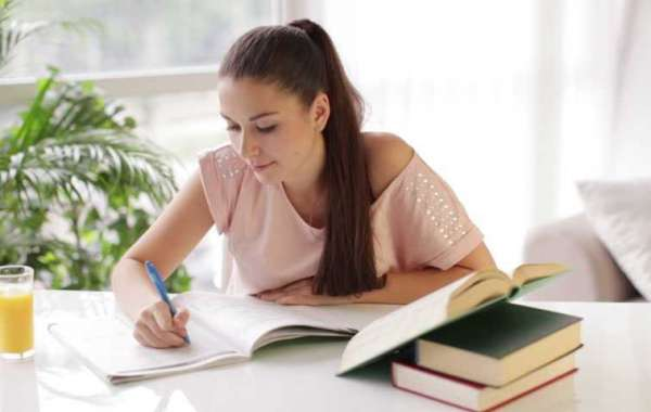 3 Crucial Points To Know Before Hiring An Essay Writing Expert and Score A+ Grades In Essay